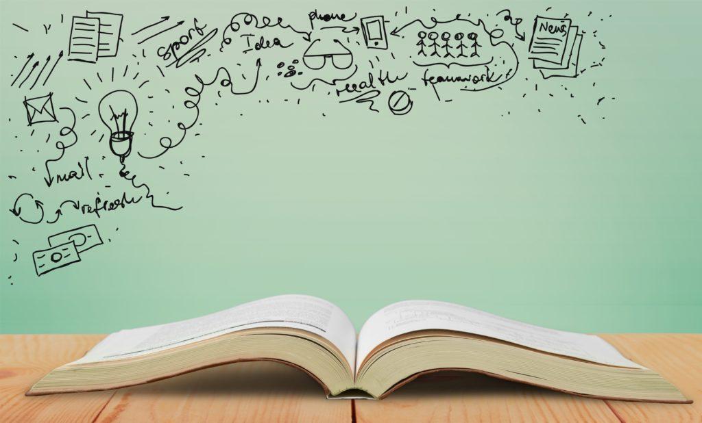 Livre ouvert et idées