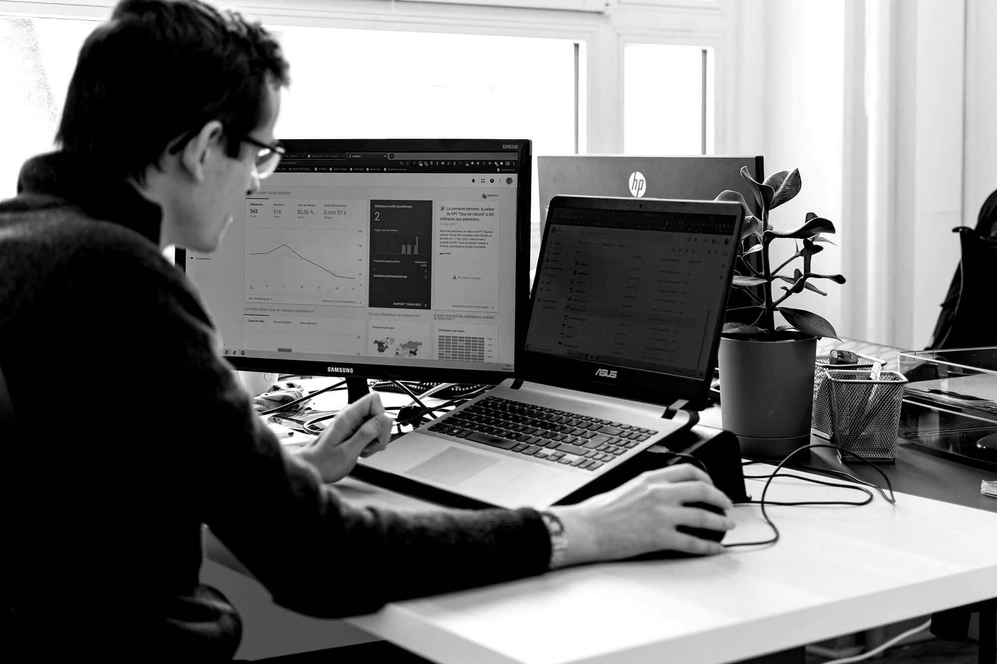 Référenceur travaillant sur le SEO d'un éditeur de logiciel
