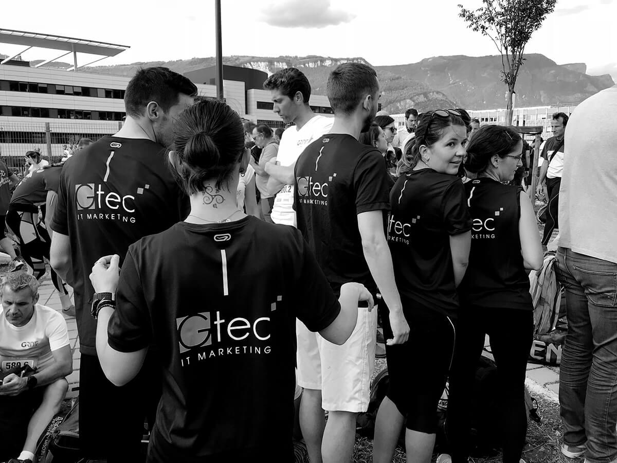 Groupe de personnes en tenue de sport