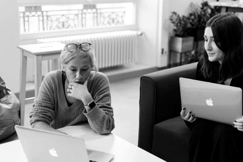 session de brainstorming entre deux personnes
