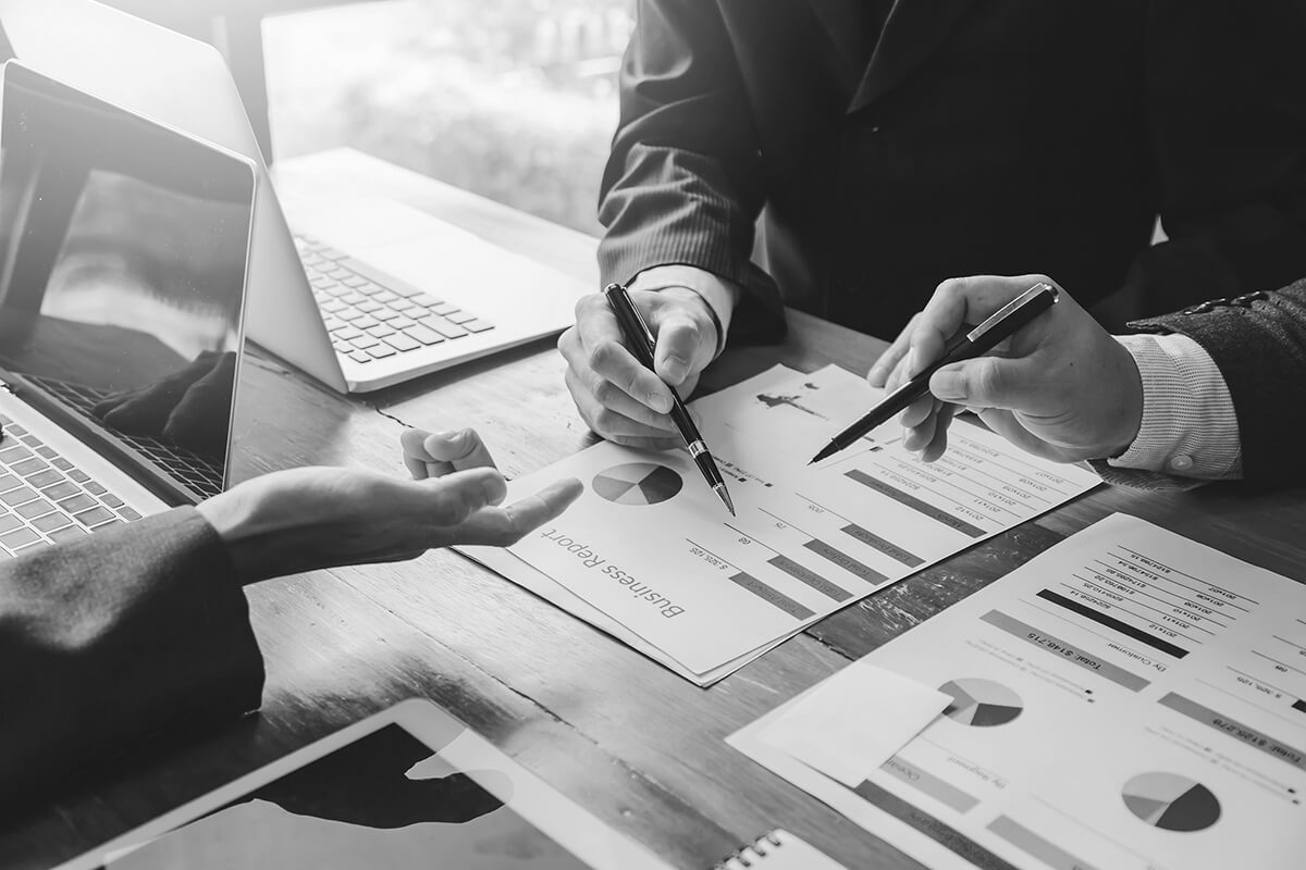 Discussion autour de statistiques d'un contrat d'externalisation marketing