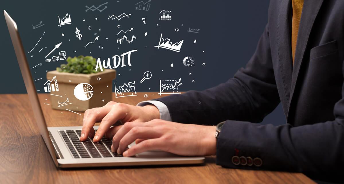 Illustration d'un audit de site web avec des pictogrammes