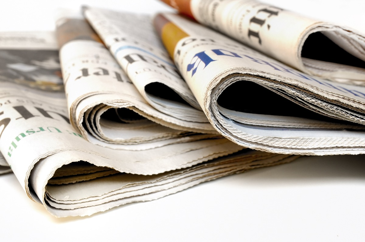 Plusieurs journaux pliés