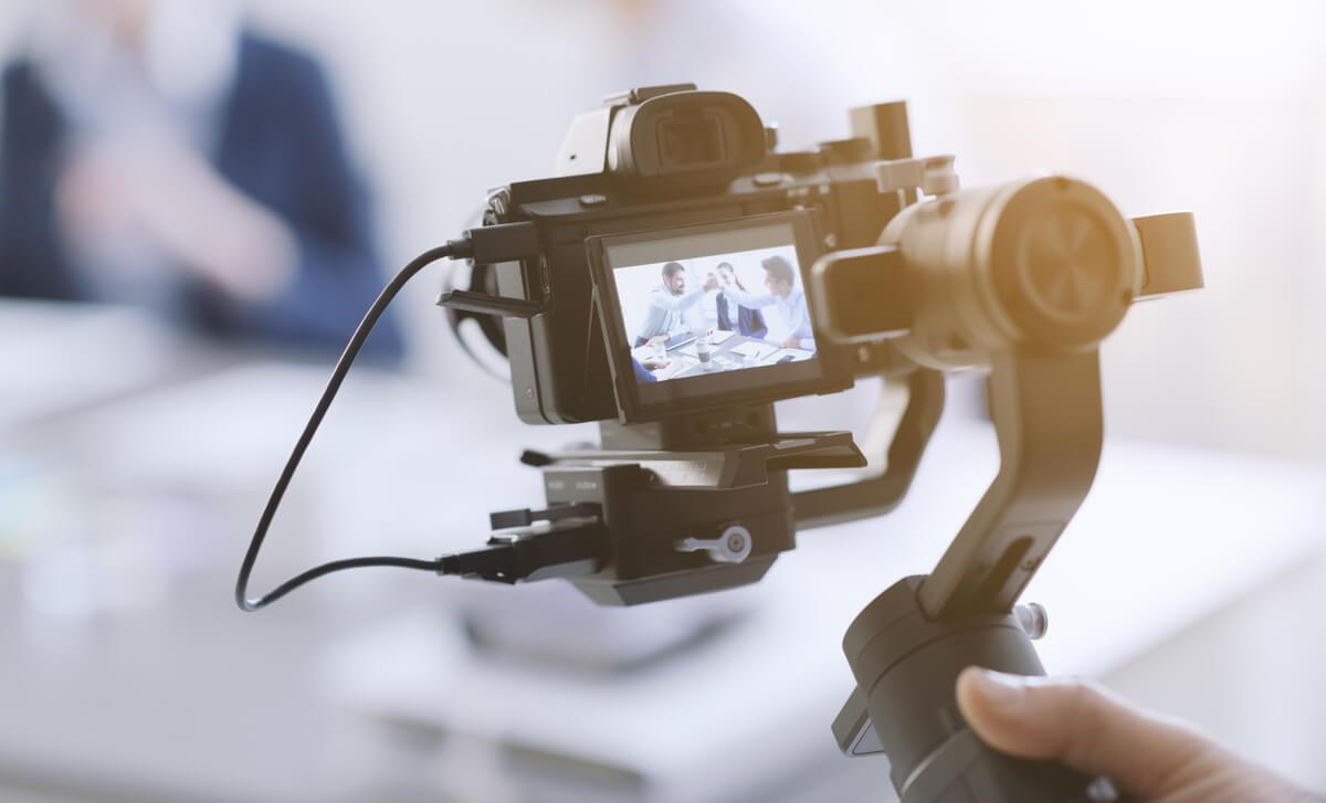 Caméra filmant des personnes